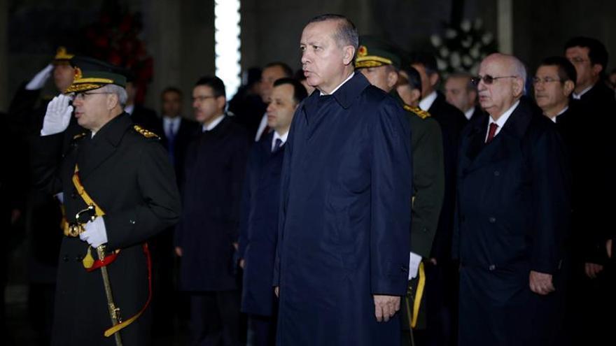 Erdogan acusa a Europa de albergar a terroristas del PKK y rechaza las críticas