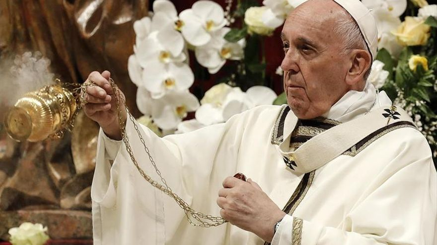 El papa llama a superar el miedo durante su homilía en la Vigilia Pascual