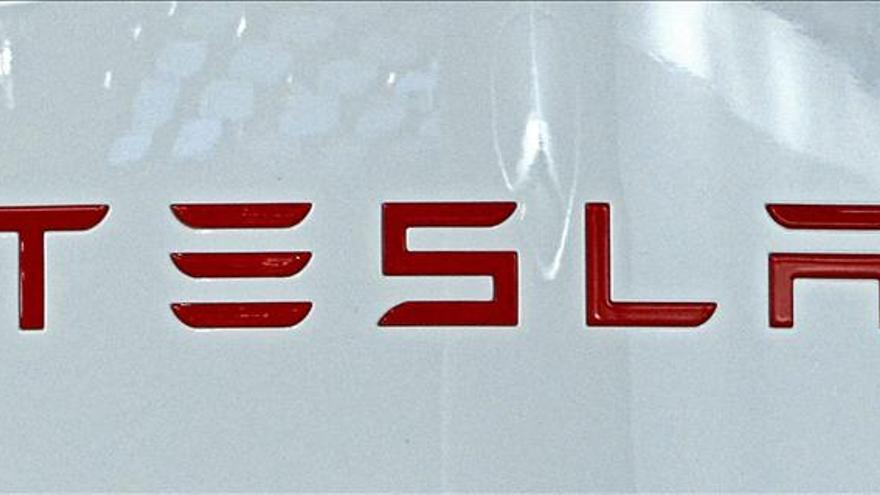 Las acciones de Tesla suben tras confirmación de conversaciones con Apple