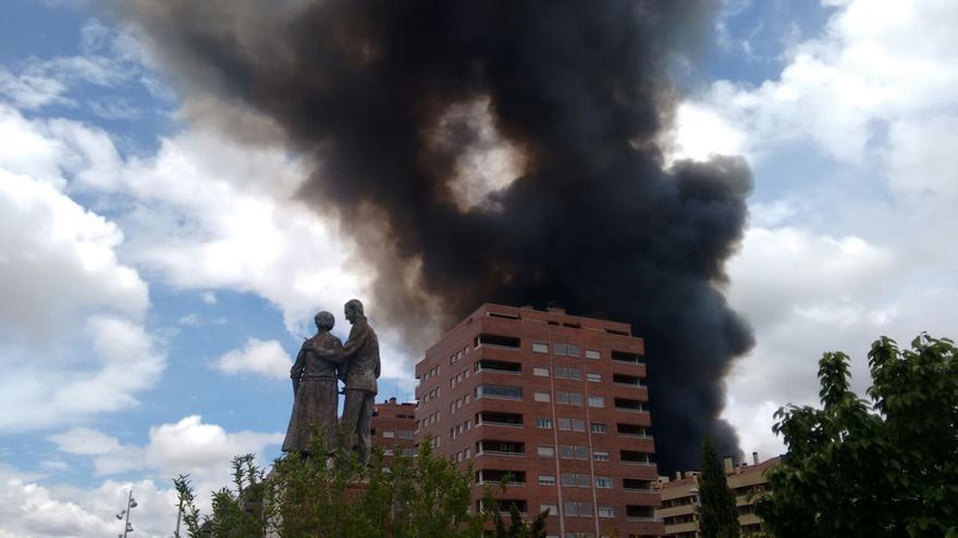 Columna de humo sobre la urbanización 'El Quiñón' de Seseña / Francisca Bravo