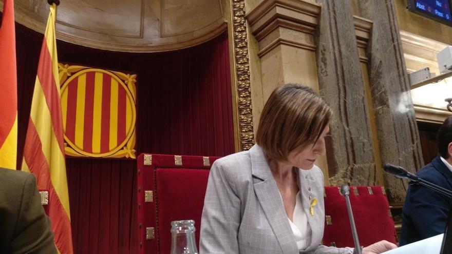 Forcadell recibe el apoyo de los trabajadores del Parlament y les pide trabajar por una Cataluña mejor