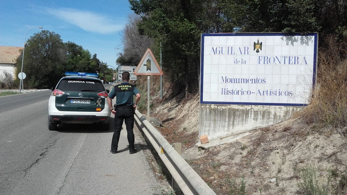 Un agente de la Guardia Civil en Aguilar de la Frontera