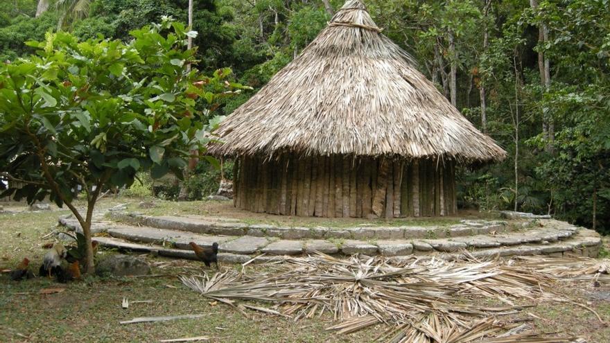 Casa indígena recreada en el Yacimiento de Pueblito.