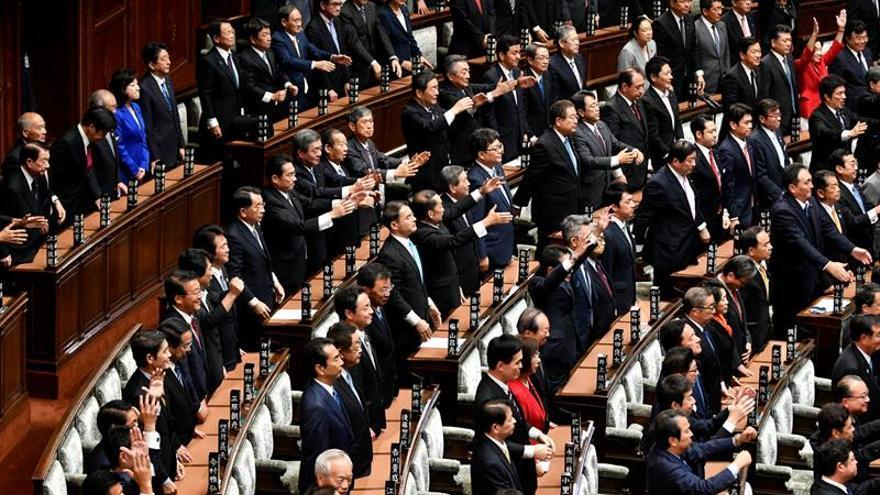 Abe convoca las elecciones anticipadas a la Cámara Baja el 22 de octubre