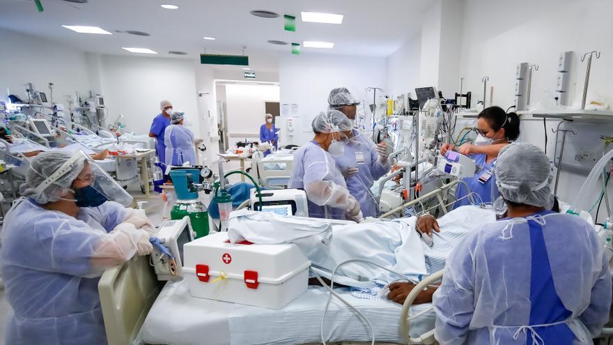 Brasil suma 827 muertes y supera las 488.000 víctimas por la pandemia