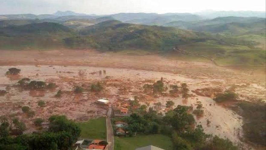 Al menos ocho muertos por la ruptura de una barrera en un complejo minero en Brasil