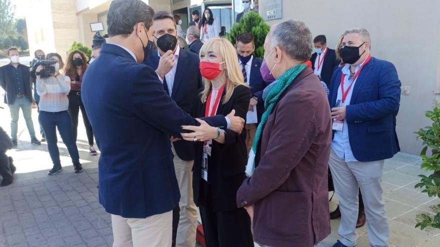 Carmen Castilla recibe a Juan Manuel Moreno junto al secretario general de UGT, Pepe Álvarez.