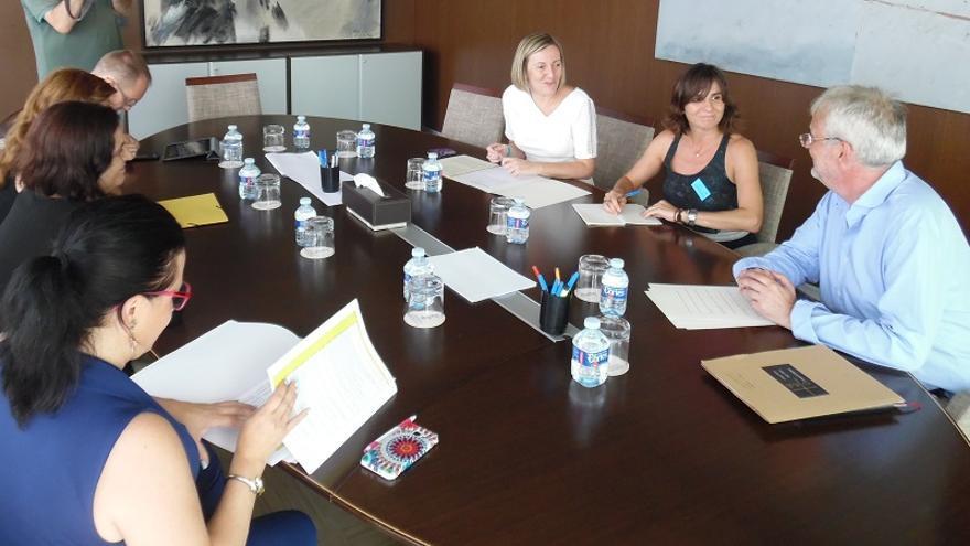 En la reunión ha estado presente la presidenta de la AVM3J, Beatriz Garrote