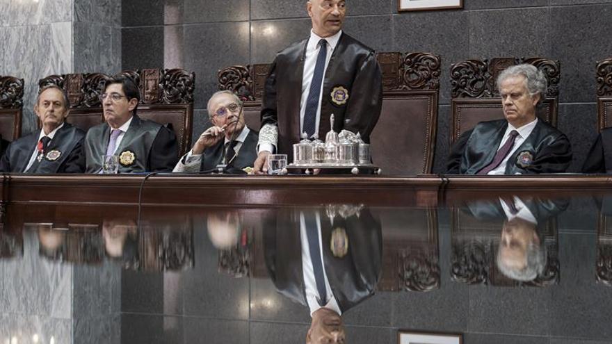 El presidente del Tribunal Superior de Justicia de Canarias Antonio Doreste, durante su intervención en el acto de apertura del año judicial en las Islas.
