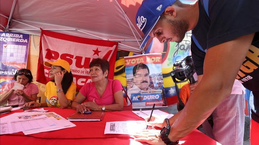 El chavismo moviliza a sus electores en el tercer simulacro nacional de los comicios