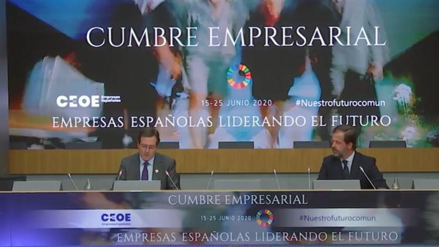 El presidente de la CEOE, Antonio Garamendi, junto a Carlos Rus, presidente de Alianza de la Sanidad Privada Española (ASPE).