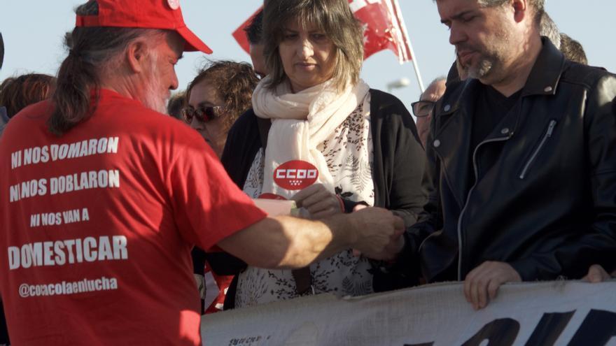 Unai Sordo, secretario general de CCOO, en la entrada de la planta de Coca-Cola en Fuenlabrada.