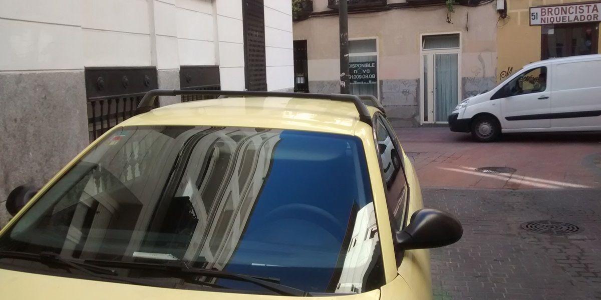 Vehículo aparcado irregularmente hoy en la calle Don Felipe | SOMOS MALASAÑA