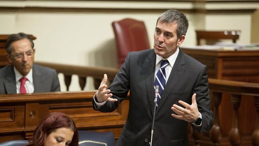 El presidente canario ve en el pacto PSOE-C's un escenario más alentador