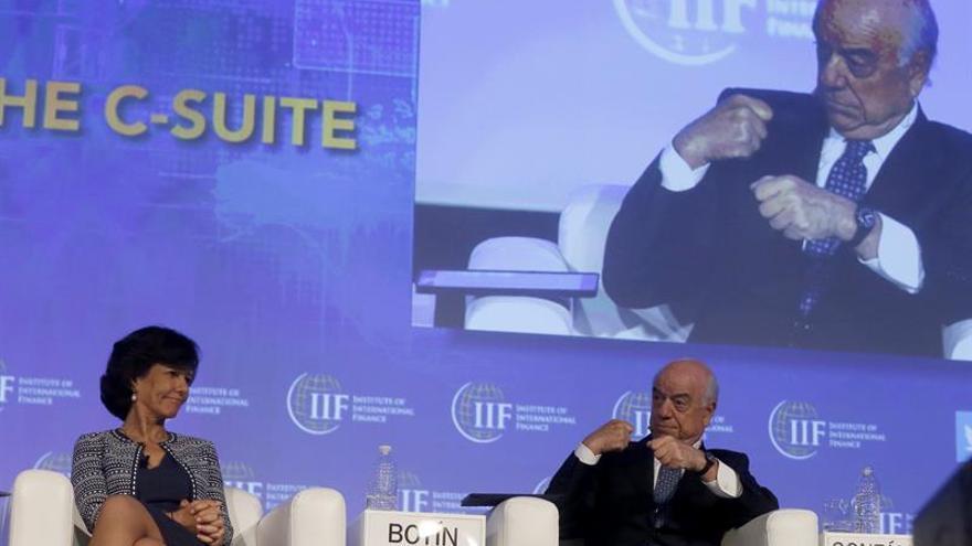 "González (BBVA) dice que los bajos tipos de interés ""nos están matando"""