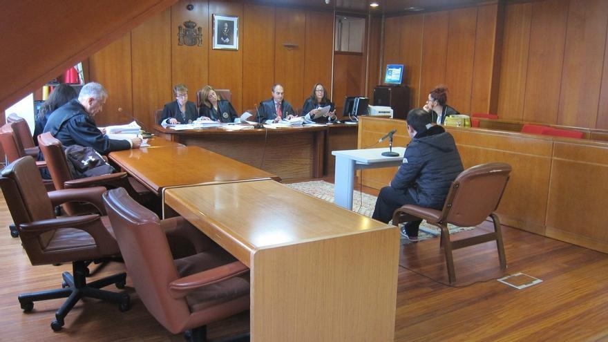 El acusado de maniatar y robar a una prostituta reconoce los hechos y acepta cinco años de cárcel