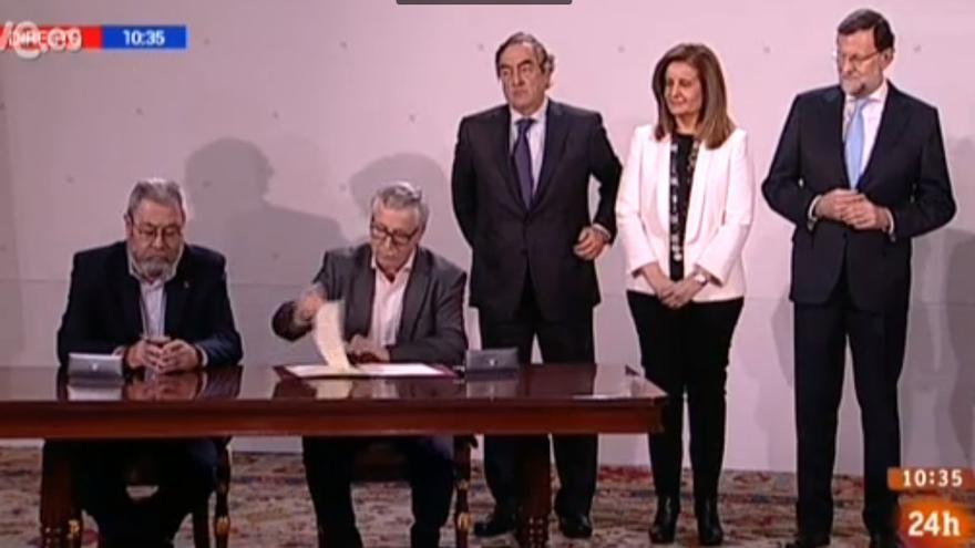 Firma del acuerdo entre Gobierno, CEOE y sindicatos