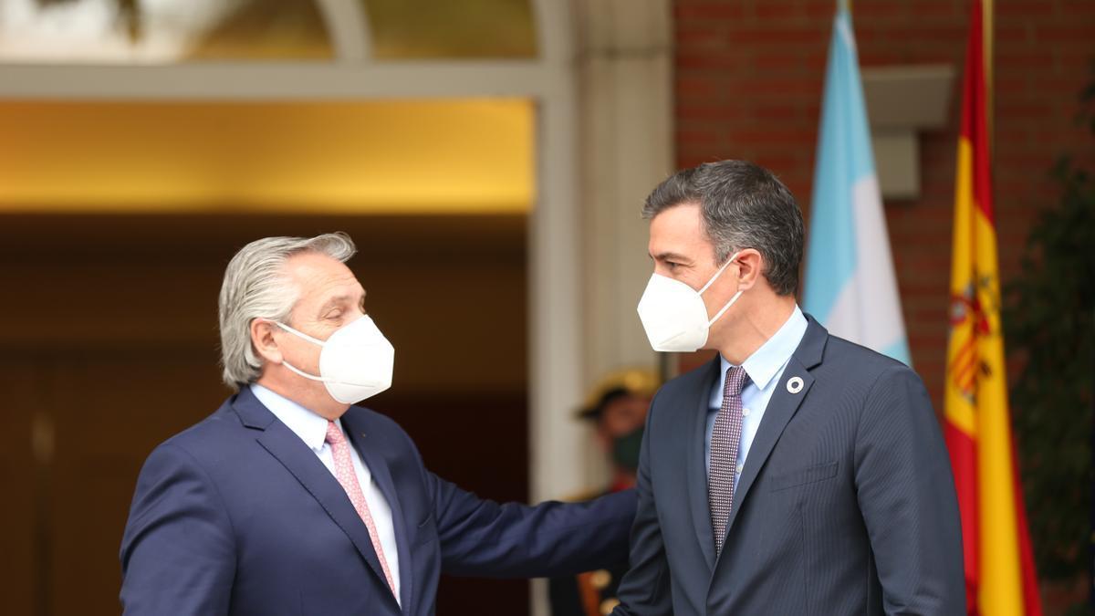 Pedro Sánchez junto al presidente argentino, Alberto Fernández, en Moncloa.