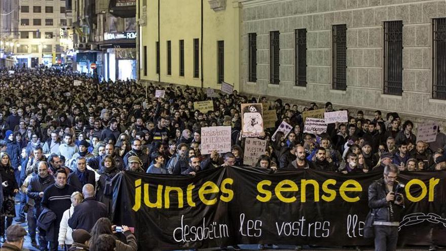 """Una manifestación """"desobediente"""" clama contra las leyes de seguridad y del aborto"""