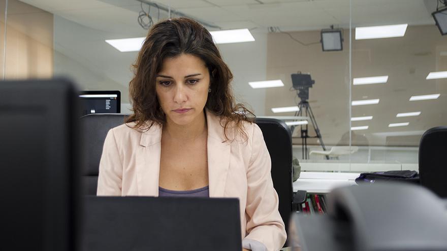 La periodista Olga Rodríguez responde a Pregúntame en la redacción de eldiario.es \ Foto: Alejandro Navarro Bustamante