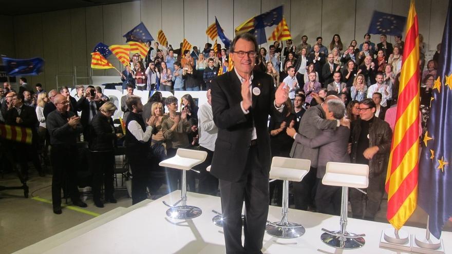 """Mas pide a los votantes de Junts pel Sí y la CUP """"llenar la urnas"""" y cerrar el paso a Rajoy"""