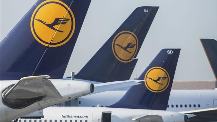 Lufthansa cancela 929 vuelos para mañana por la huelga del personal de cabina
