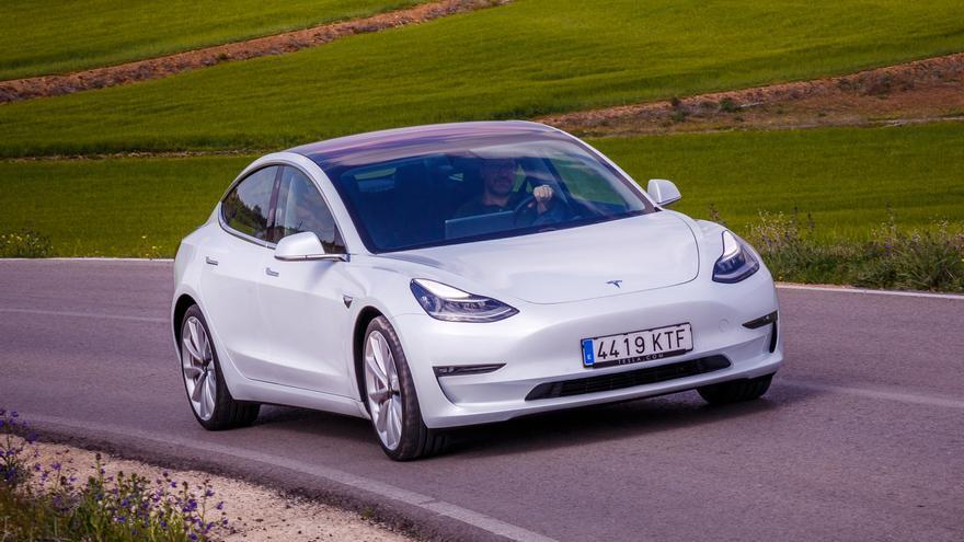 Imagen exterior del Model 3 de Tesla.