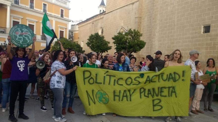 Imagen de archivo de una de las concentraciones por la emergencia climática en Badajoz