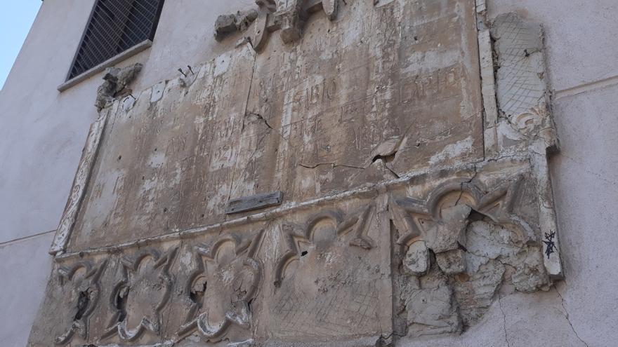 Placa conmemorativa del VII Centenario del Nacimiento de Alfonso X, en Toledo
