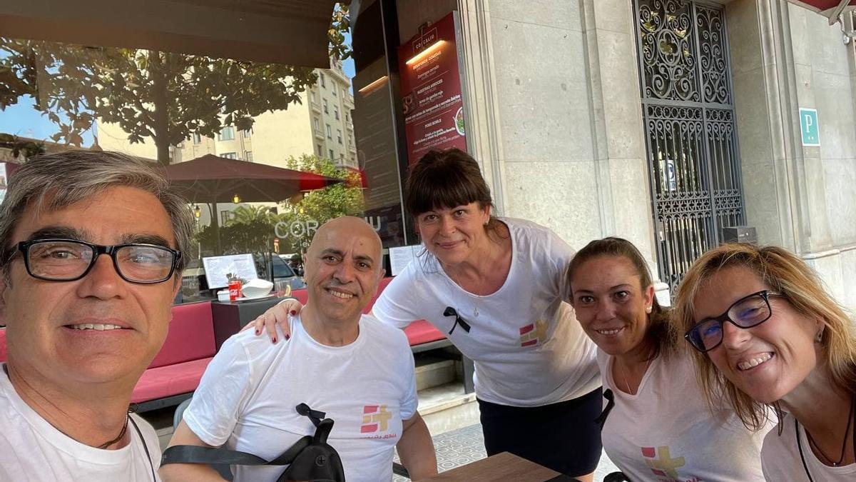 Jesús Rodriguez-Pachón, el primero a la izquierda de la foto, junto a a un grupo de ex de Vox Barcelona