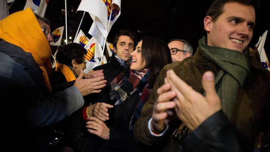 """Arrimadas pide concentrar voto en Cs para que Cataluña despierte """"pesadilla"""""""