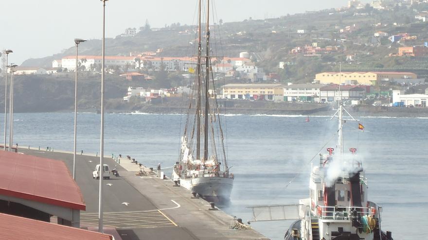 El velero Avontuur, este miércoles, en el Puerto de Santa Cruz de La Palma.