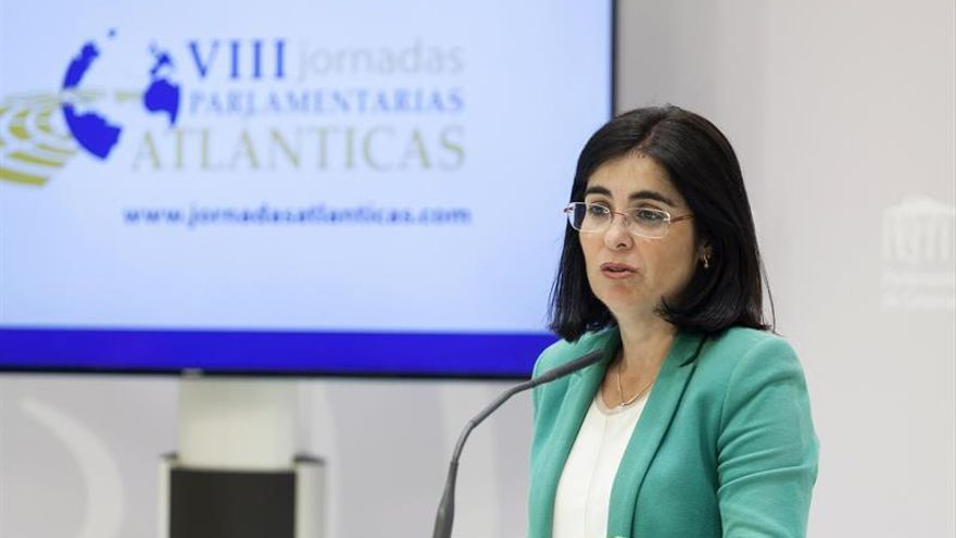 La presidenta del Parlamento de Canarias, Carolina Darias, durante la rueda de prensa.