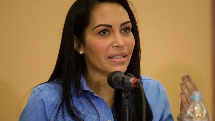La oposición venezolana sale a marchar y pide a los policías cumplir la ley