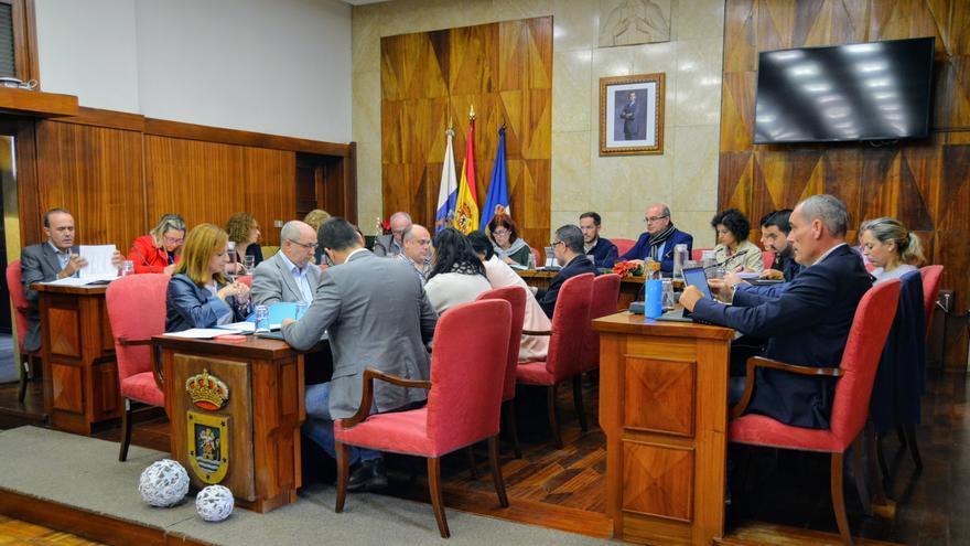 El Cabildo apuesta por facilitar el acceso al abono joven a estudiantes palmeros en Tenerife y Gran Canaria
