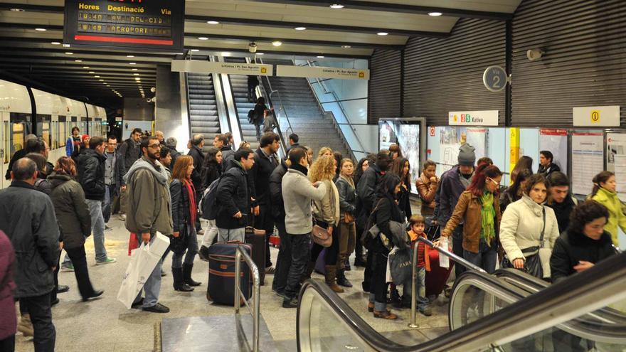La estación de Xàtiva de Metrovalencia llena de usuarios