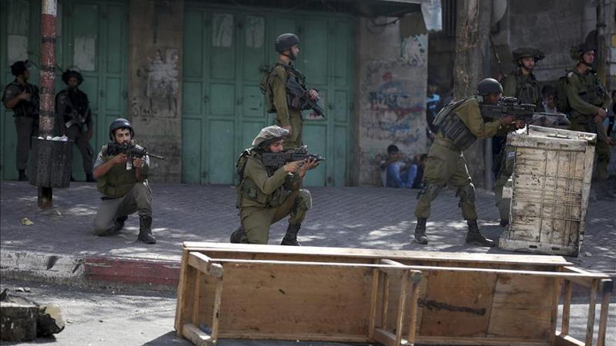 Israel bombardea objetivos militares en Gaza tras un ataque con cohete