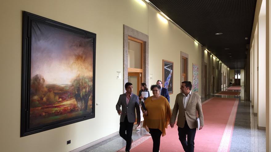 La Valedora do Pobo, Milagros Otero, a su llegada a la comisión del Parlamento de Galicia en la que dio explicaciones por la sentencia