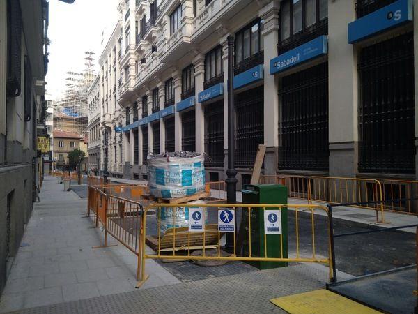 Tramo final de la calle Reina ya asfaltado y pavimentado | Fotografía: Somos Chueca