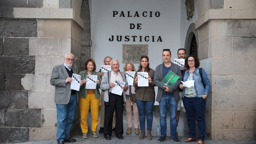 Concentración en Las Palmas de Gran Canaria contra la rectificación del Supremo sobre el impuesto de las hipotecas.