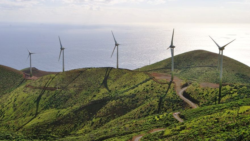 Parque eólico de la central de Gorona del Viento.EFE