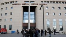 La Audiencia de Navarra juzga a 18 agentes por estafa en el cobro de las ayudas por mudanza de la Guardia Civil