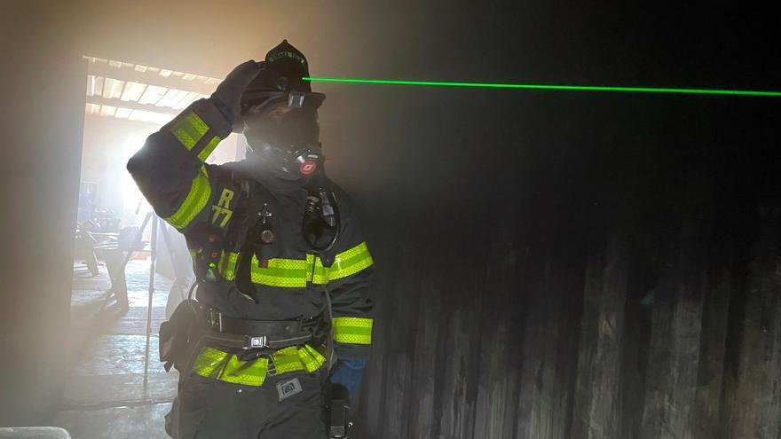 """Cascos láser para ver entre el humo: los bomberos """"techie"""" de Silicon Valley"""