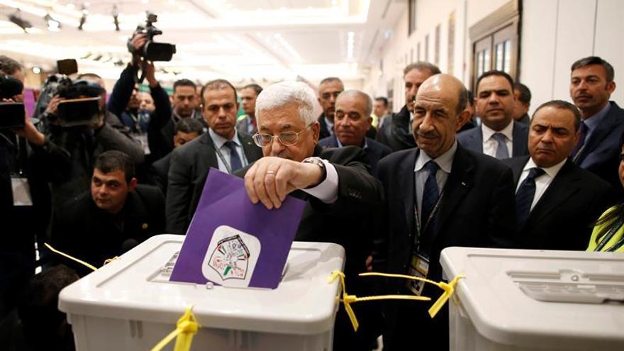 Abás destaca el carácter democrático de los palestinos en las elecciones internas de Al Fatah