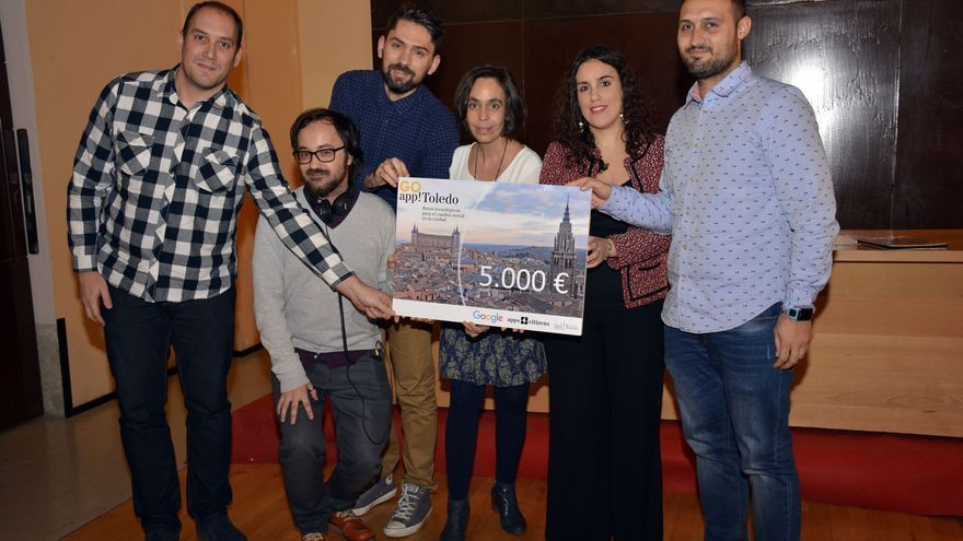 Los ganadores del concurso con las ediles Inés Sandoval y Helena Galán / Ayuntamiento de Toledo