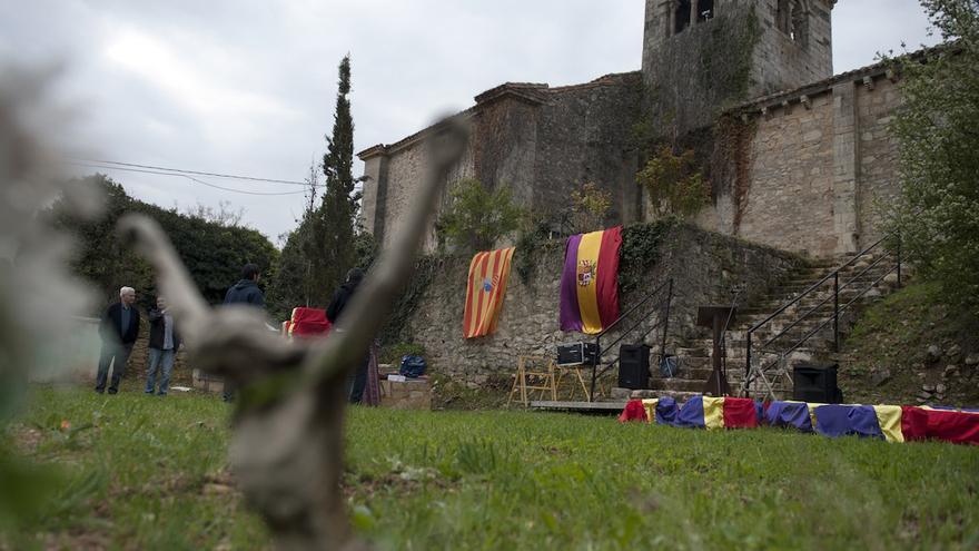 Cementerio de Valdenoceda, lugar donde se localizó la fosa común de los fallecidos en la cárcel, de los que ya han sido identificados 49 de los exhumados. / Álvaro Minguito | DISOPRESS