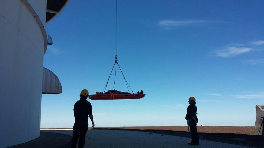 En la imagen, un nomento de las prácticas del curso de rescate y evacuación en altura en el GTC.