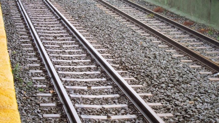 Fomento licita en 2,4 millones el carril y las traviesas para renovar la vía Orejo-Liérganes