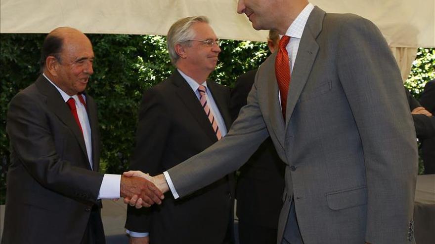Botín saluda a Felipe de Borbón un día antes de su coronación como rey / EFE
