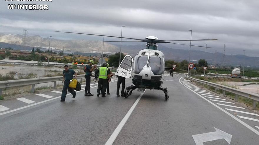 El helicóptero de la Guardia Civil en la Vega Baja